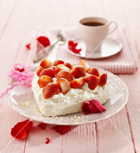 A heart-shaped meringue topped with strawberries