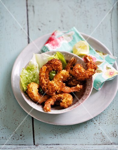 Camarones al coco (fried prawns in coconut crumb, Mexico)