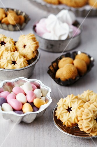 Small cake moulds used as dishes for biscuits, sugar eggs, meringues & amarettini macaroons
