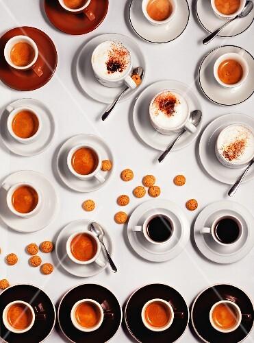 viele tassen espresso und cappuccino mit bilder kaufen. Black Bedroom Furniture Sets. Home Design Ideas