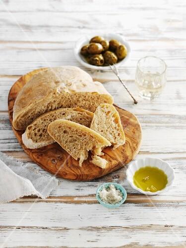 Pane, olio e sale (ciabatta with olives, olive oil and salt)