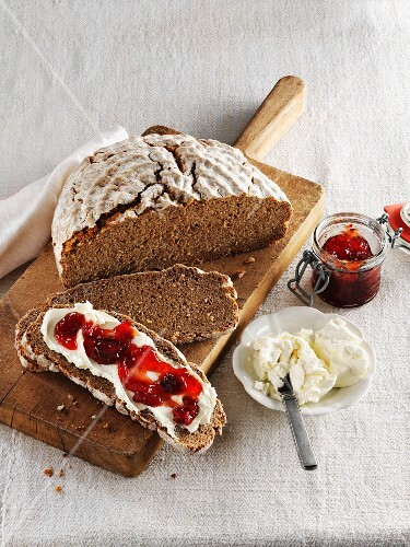 Wholemeal bread with curd cheese and jam
