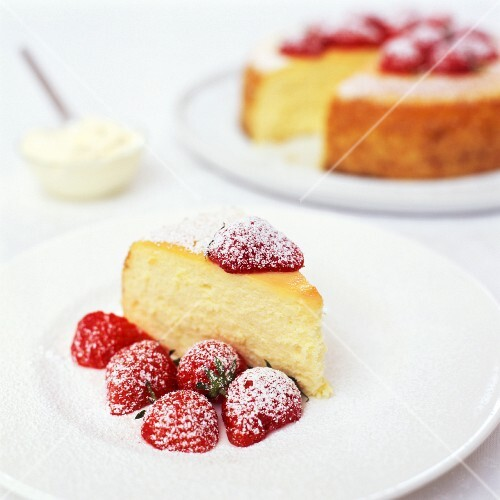 Baked Cheesecake with Strawberries