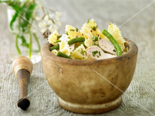 Pasta with Green Beans, Chicken and Pesto