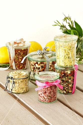 Jars containing mixes for pink risotto, mushroom and potato soup, bean soup, lemon risotto and minestrone