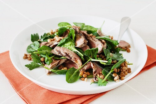 Salad with grilled lamb and lentils
