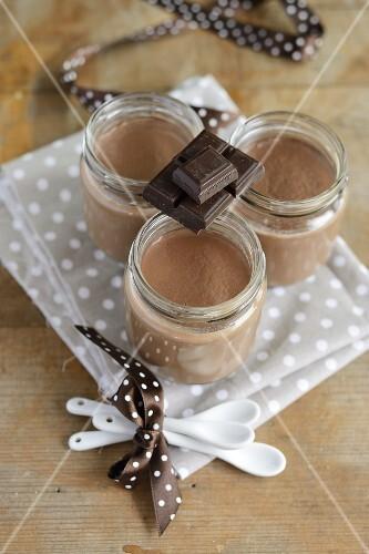 Mousse au chocolat in three screw-top jars