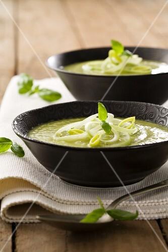 Vellutata verde (cream of courgette and potato soup, Italy)