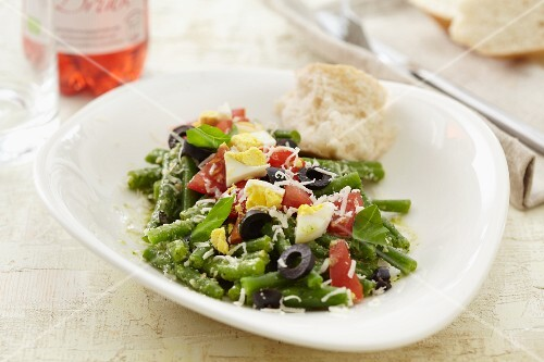 Bean salad with olives, tomatoes and egg