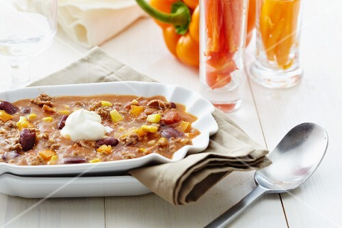 Chilli con carne with sweetcorn and sour cream