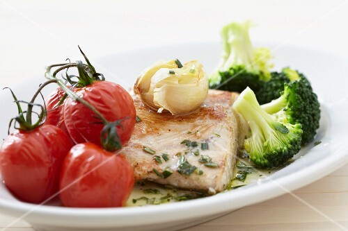 Salmon fillet with cherry tomatoes, garlic and broccoli