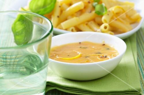 Macaroni with curry sauce