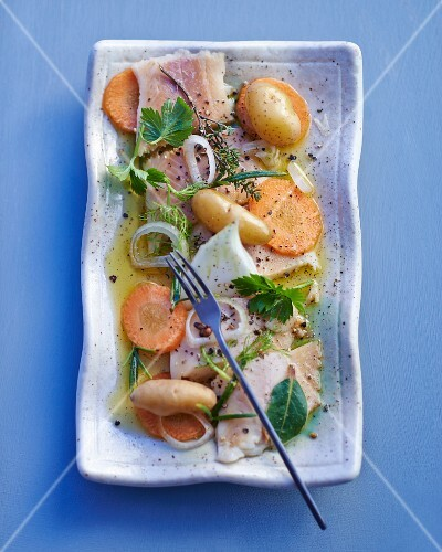 Smoked trout with carrots, onions and potatoes