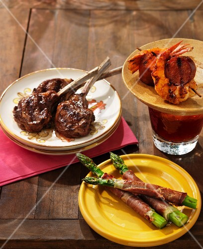 Assorted tapas (lamb chops, asparagus with dry-cured ham, sausage and prawn skewers)