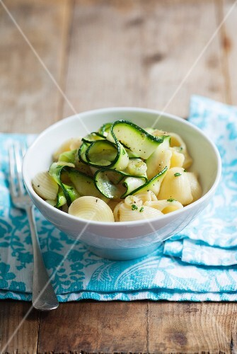 Pasta with courgette strips