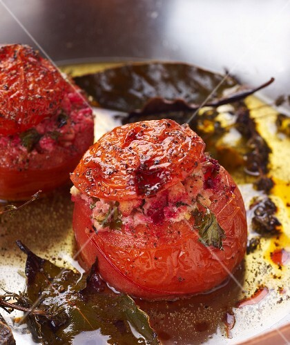Stuffed tomatoes with tofu and herbs