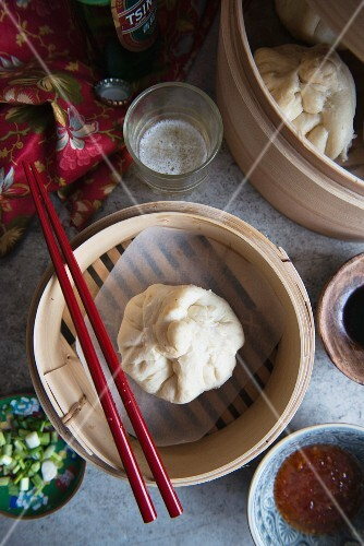 Dim sum in a bamboo steamer (view from above)