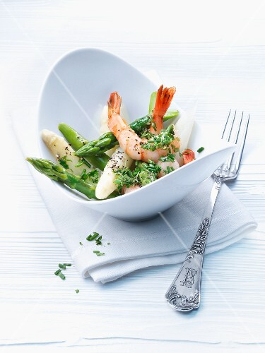 Asparagus salad with giant prawns