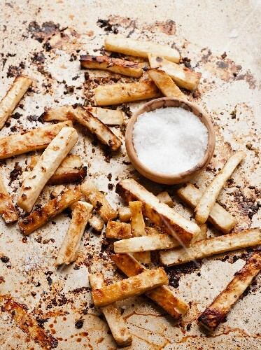 Celeriac chips with salt