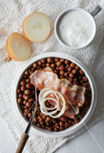 Grey peas with bacon and onions, the national dish of Latvia