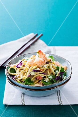 Chinese noodle salad with prawns