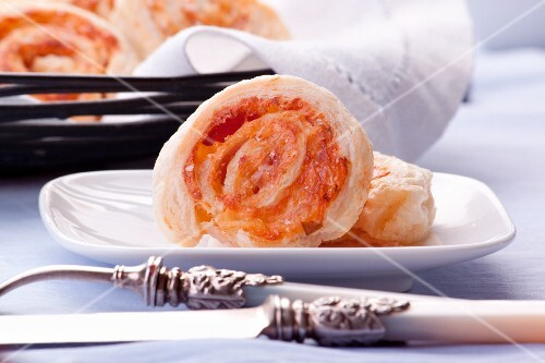 Puff pastry whirls with ham and cheese