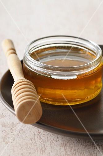 Honey and a honey dipper
