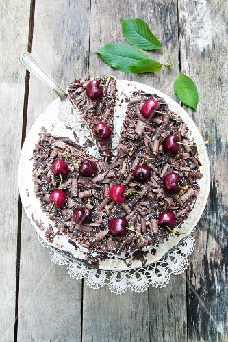 Cherry tart with grated chocolate