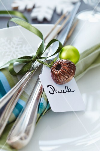 Miniature cake mould and name tag on napkin