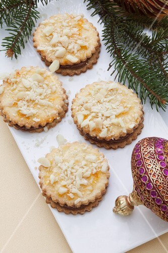 Macadamia biscuits with chocolate filling