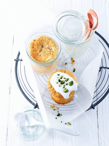 Small carrot cakes, baked in jars