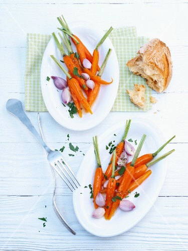 Glazed carrots with shallots