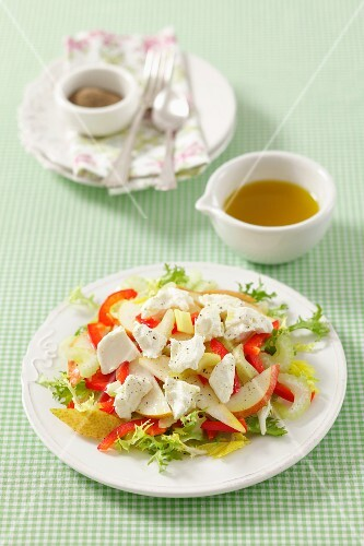 Salad with pears, celery and goat's cheese
