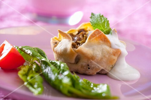 A mini tartlet with lentil filling and yoghurt