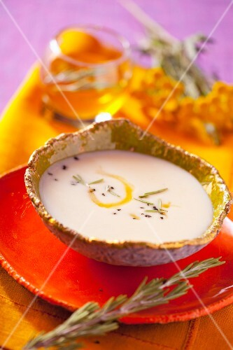 Leek cream soup with olive oil and rosemary