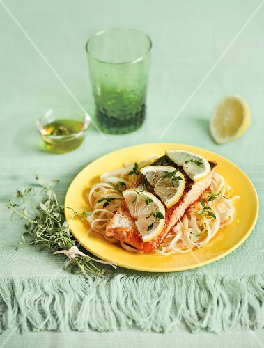 Salmon fillet on noodles with lemon sauce
