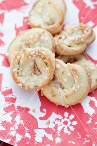 Cream pretzels with brittle