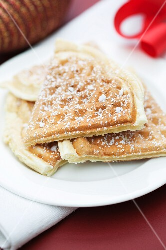 Cinnamon waffles with powdered sugar