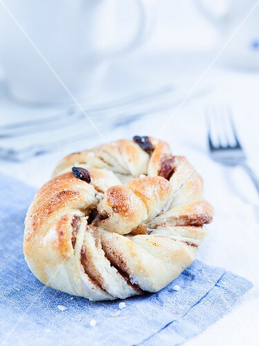 Cinnamon pastry with raisins and sugar crystals