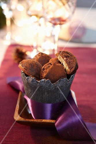 Amarena and chocolate biscuits