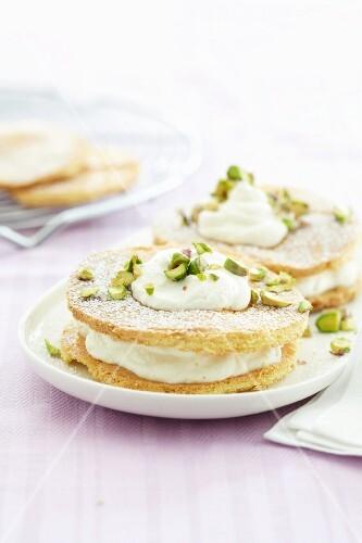Mini sponge layer cake with pistachios