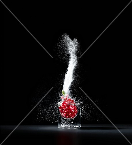 Redcurrants with a splash of sugar