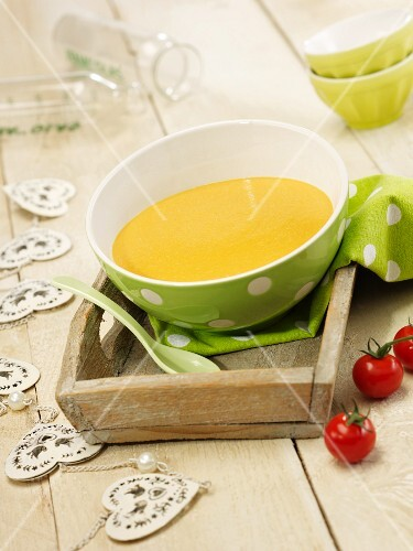 Baby food made from rice, peppers and tomatoes