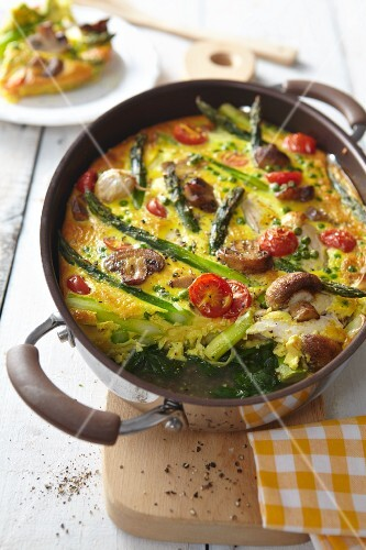 Asparagus bake with mushrooms and tomatoes