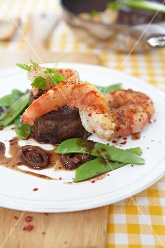 Surf 'n' turf (steak with prawns)