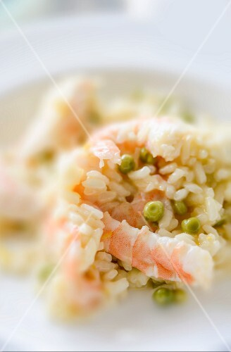 Lemon risotto with king prawns and peas