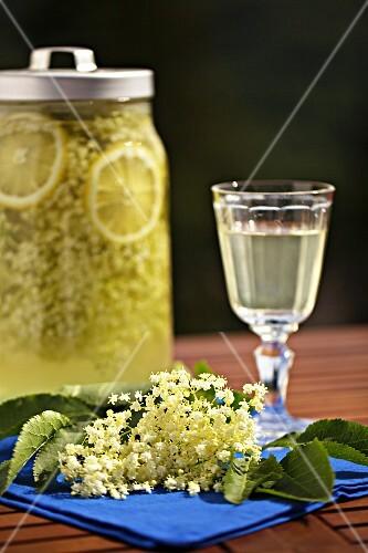 Home-made elderflower juice and elderflowers