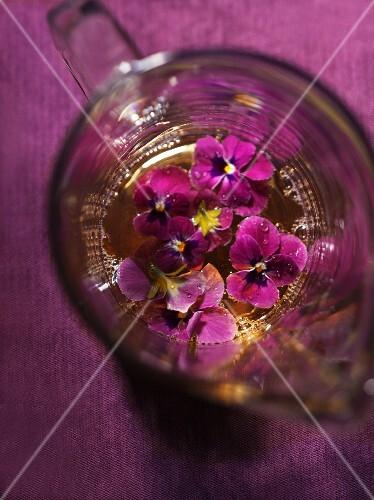 Home-made violet vinegar