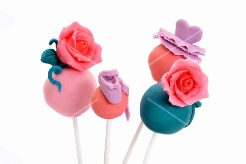 Cake pops decorated with marzipan roses