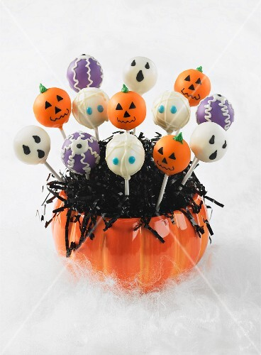 Assorted cake pops for Halloween